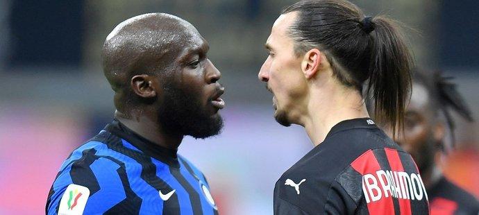 Romelu Lukaku a Zlatan Ibrahimovic si pohlédli hodně zblízka do očí...