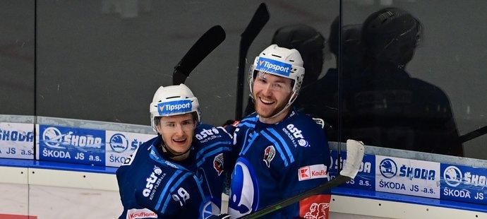 Plzeňský obránce David Kvasnička (vpravo) podepsal s klubem novou smlouvu