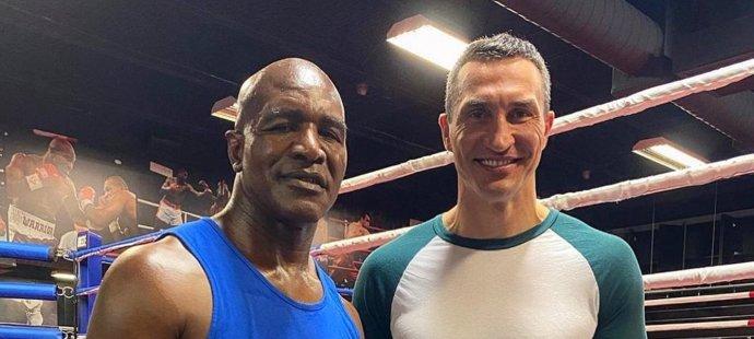Evander Holyfield si zatrénoval s Kličkem a chce do ringu Tysona stejně jako fandové boxu.