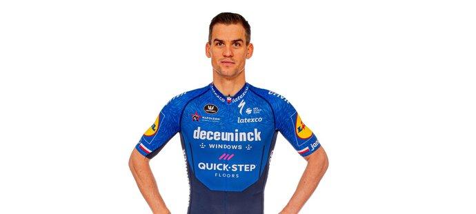 Český cyklista Zdeněk Štybar obléká dres belgického týmu Deceuninck-Quick Step