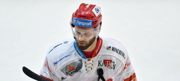 Místo Petra Vrány byl v utkání proti Litvínovu kapitánem Martin Růžička
