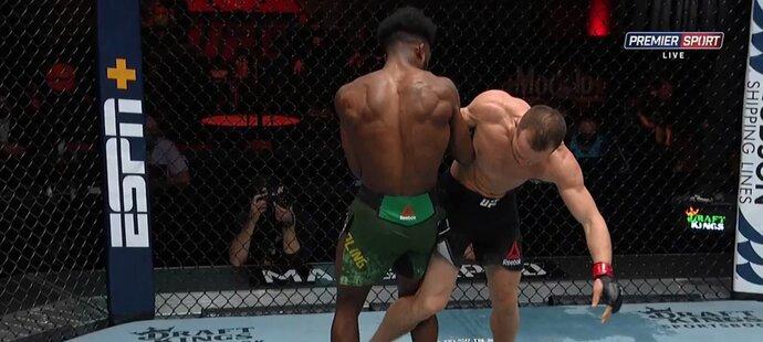 UFC 259: Petr Jan vs. Aljamain Sterling, vítězem se stal Sterling kvůli diskvalifikaci Jana, který použil nepovolený kop, když Američan klečel na zemi