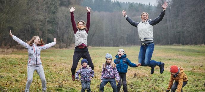 Olympijské vítězky Kateřina Emmons a Barbora Špotáková se svými dětmi
