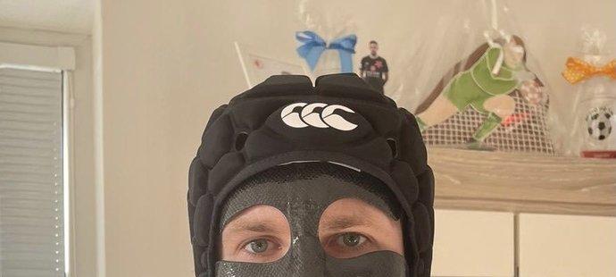 Ondřej Kolář dostal helmu a masku