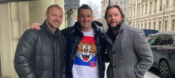 Tři parťáci z reprezentace se vyfotili u oblíbeného pražského baru.
