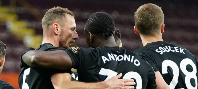 ONLINE: Burnley - West Ham 1:2. Obrat Hammers, Coufal asistoval