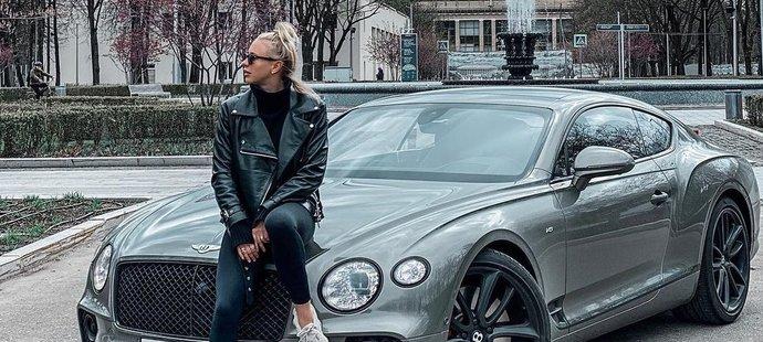 Bývalá úspěšná ruská akvabela Angelika Timaninová si užívá života.