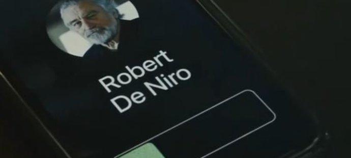 Tenista Roger Federer herce Roberta De Nira do Švýcarska nenalákal, ač se snažil, co mohl.