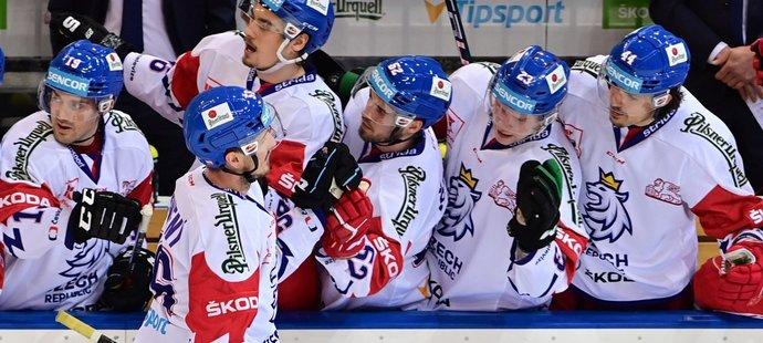 Radost českých hokejistů z branky proti Slovensku