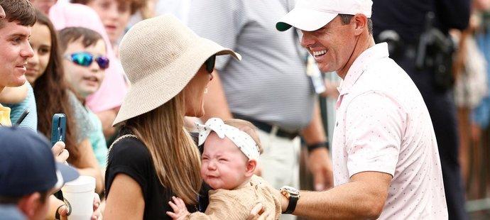 Malá Poppy neměla z humbuku po triumfu tatínka velkou radost