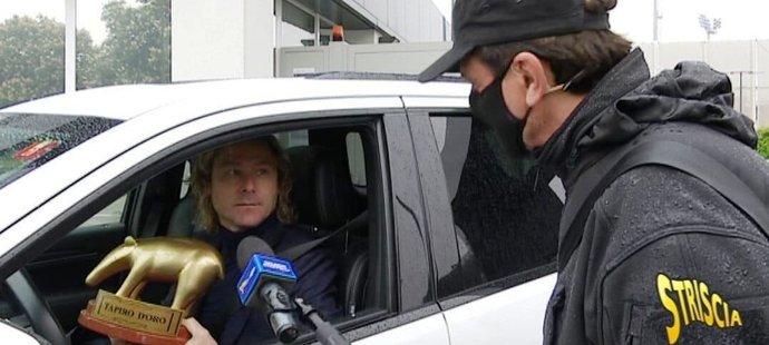 Viceprezident Juventusu Pavel Nedvěd převzal satirické ocenění Zlatého tapíra.