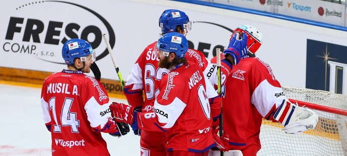 Čeští hokejisté se radují z vítězství nad Ruskem 4:0
