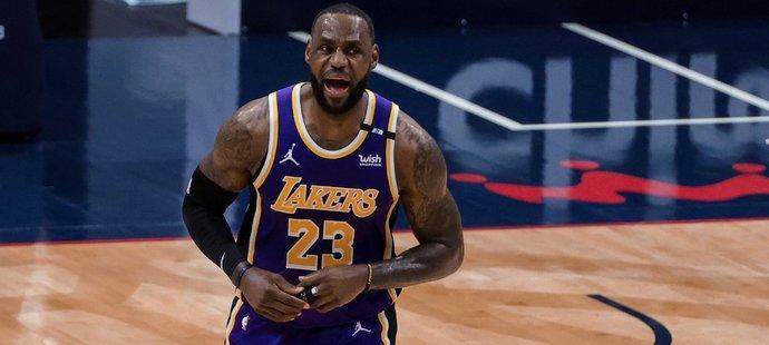 Obhájci celkového vítězství Lakers s LeBronem Jamesem musí do předkola play off