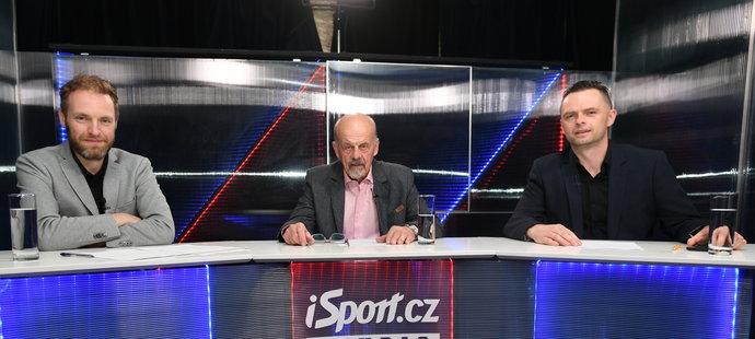 Studio MS na iSport.cz při zápase se Slovenskem: moderátor Tomáš Zetek, trenér Marek Sýkora a redaktor Sportu Miroslav Horák.