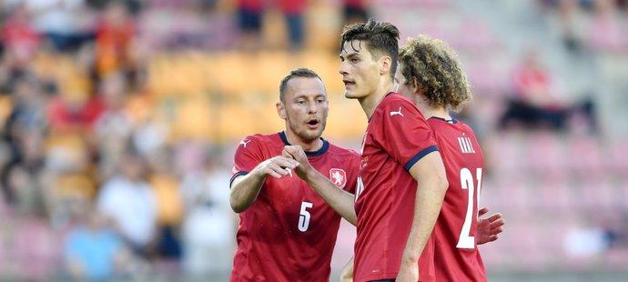 Patrik Schick slaví gól s Vladimírem Coufalem