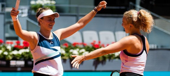 Barbora Krejčíková s Kateřinou Siniakovou jsou ve finále French Open