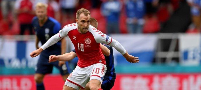 Christian Eriksen z Dánska v zápase proti Finsku na EURO