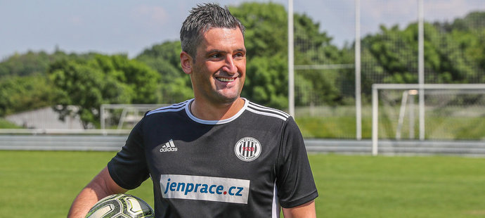Martin Fenin v dresu FK Řeporyje fotbal rozhodně nezapomněl