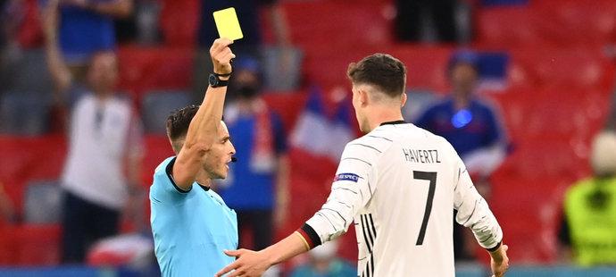 Na Euru zatím udělil rozhodčí Carlos del Cerro Grande jen jednu žlutou kartu