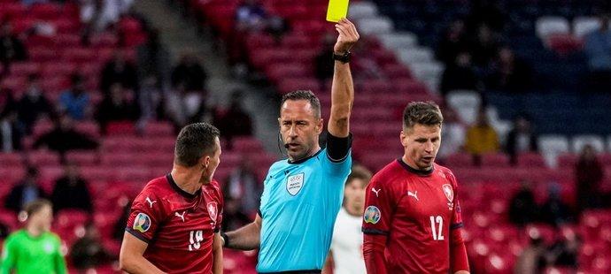 Český obránce Jan Bořil dostal v utkání proti Anglii druhou žlutou kartu a nesmí nastoupit v osmifinále