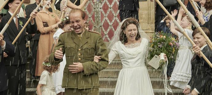 Atletická svatba Dany a Emila Zátopkových (Václava Neužila a Marthy Issové)