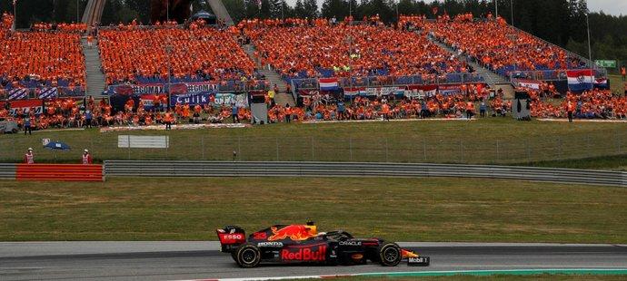 Max Verstappen uspěl v Rakousku, kam dorazilo spoustu Nizozemských fanoušků