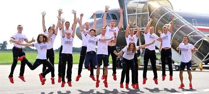 Část české olympijské výpravy vyrazila v pátek do Tokia vládním speciálem