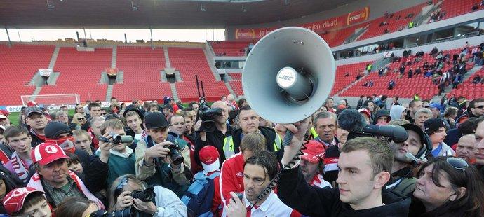 Vcelku pokojný protest se zvrhl v násilnou akci, která nemá v českém fotbale obdoby