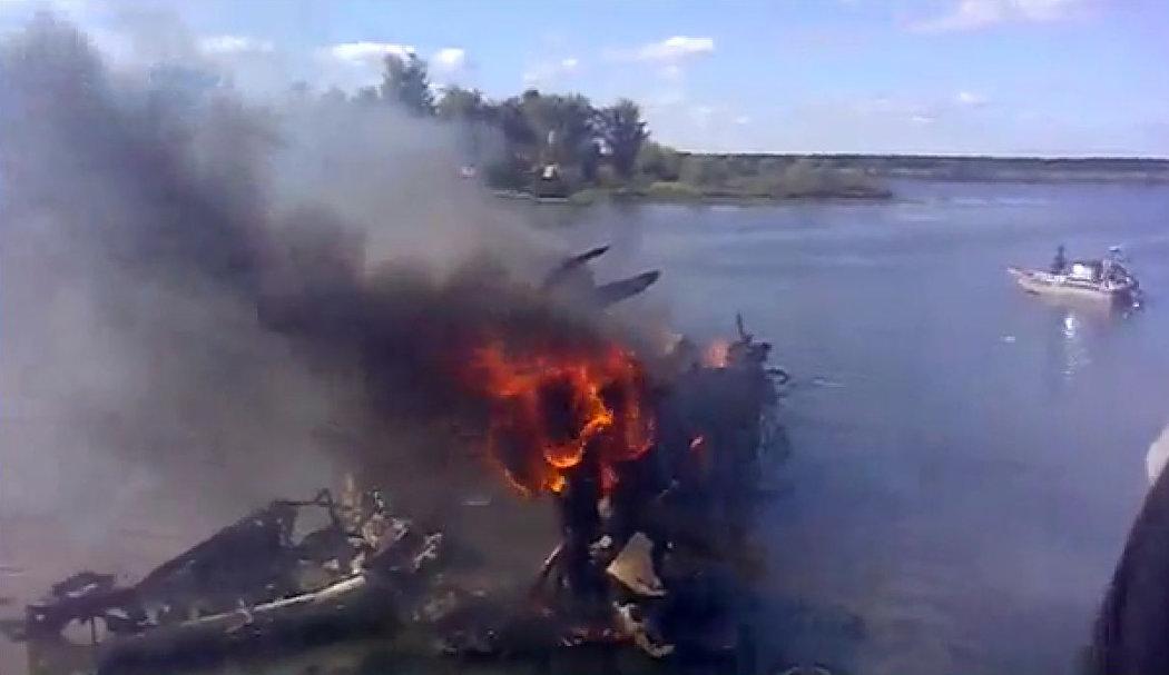 Hrozivý pohled na místo letecké havárie, při které zemřel prakticky celý tým Jaroslavle