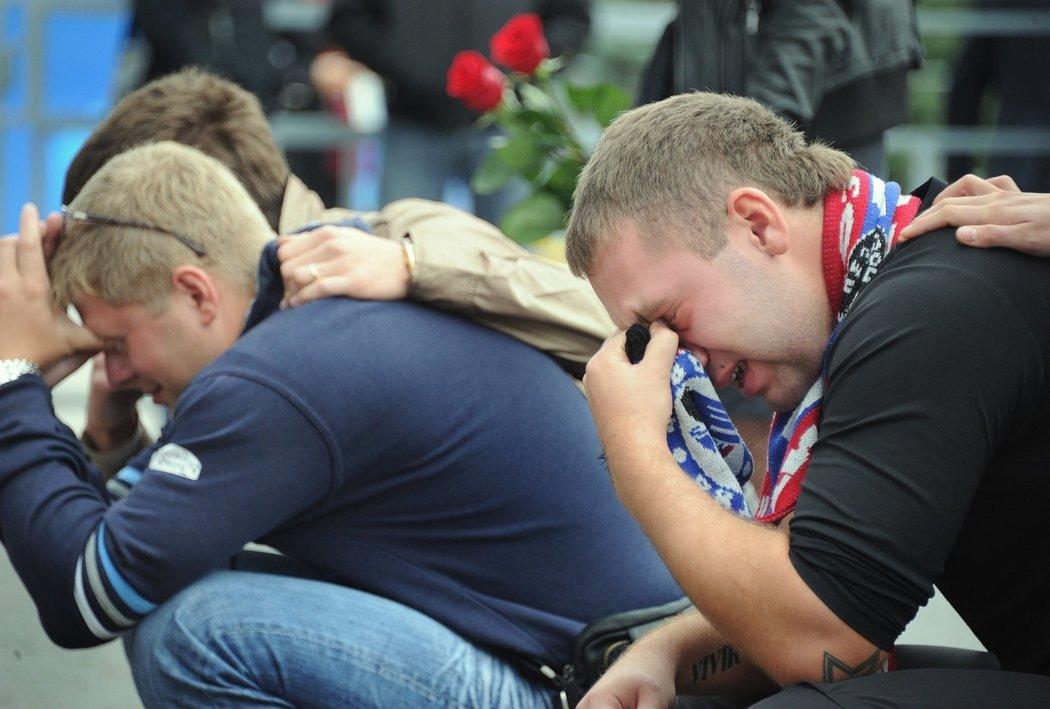 I tvrdí chlapi brečeli. Letecké neštěstí, při kterém zahynul kompletní tým Jaroslavle zatřáslo každým, fanoušci Lokomotivu byli naprosto zdrcení