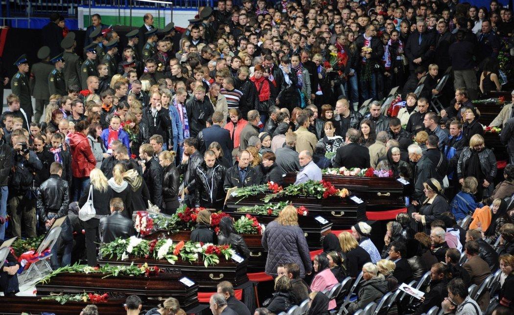 Pohřební tryzny za mrtvé hokejisty se zúčastnily desetitisíce fanoušků, soupeřů i funkcionářů