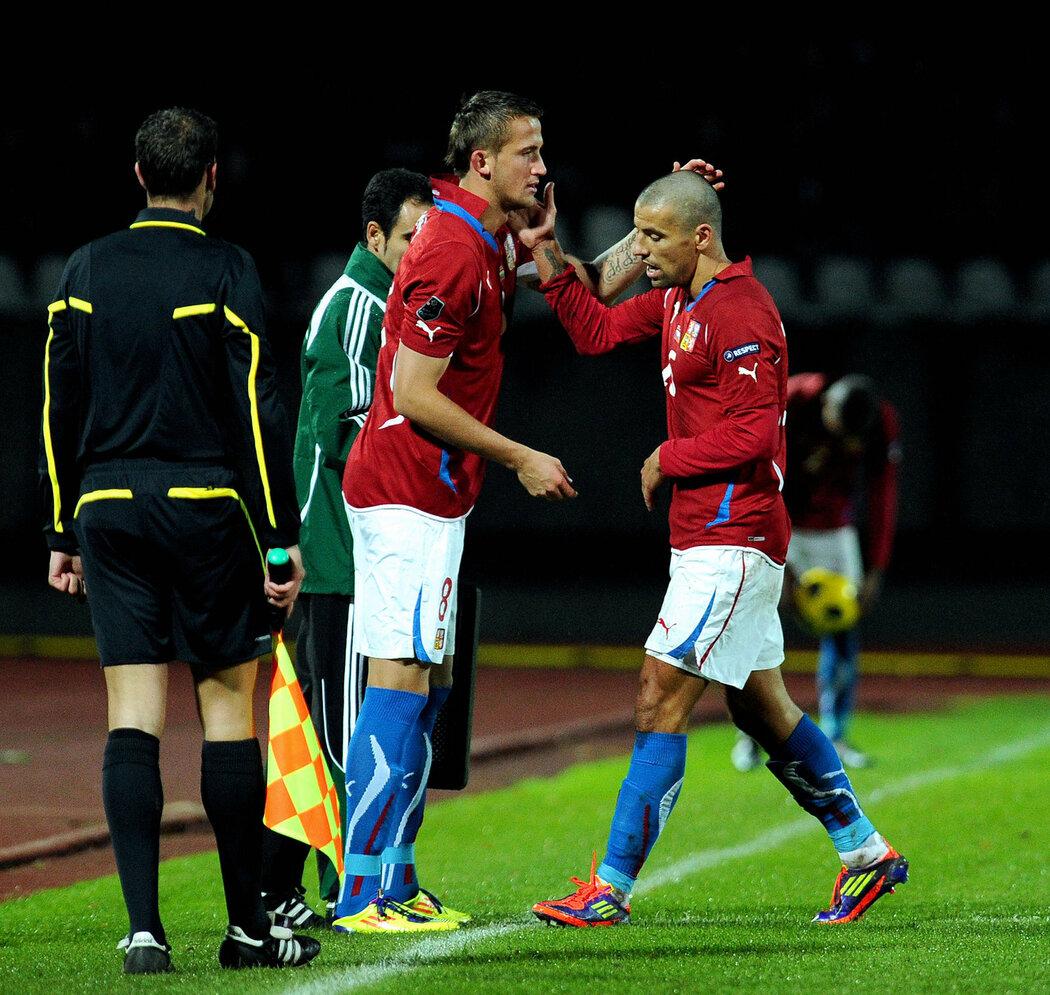 Tomáš Pekhart naskakující v závěrečných minutách za Milana Baroše. V posledních letech častý obrázek. Teď je vše jinak a útočník Norimberku dostane v Dánsku šanci od začátku