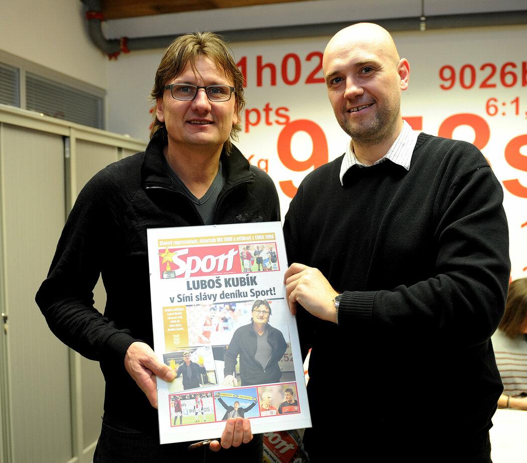 Luboš Kubík v redakci deníku Sport dostal na památku speciálně vytvořenou titulní stranu