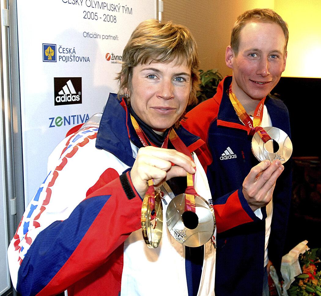 Kateřina Neumannová a Lukáš Bauer se svými medailemi z Turína 26fb6defeac