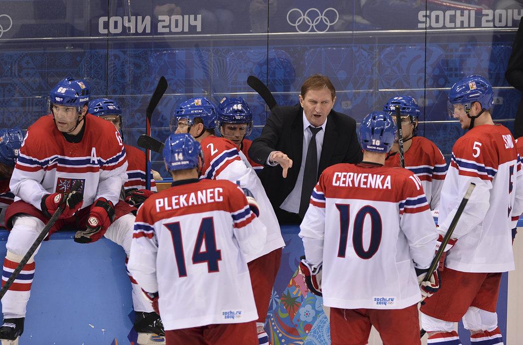 Závěrečná porada. Alois Hadamczik udílí pokyny českým hokejistům v zápase se Slovenskem