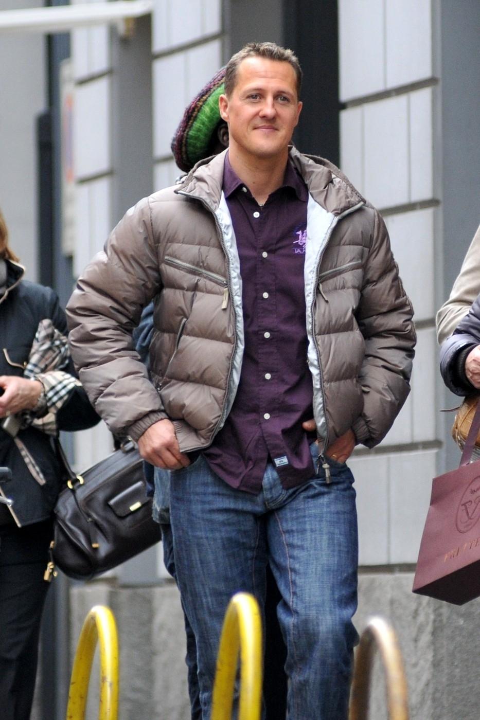 Fotografové zachytili Michaela Schumachera na nákupech v Miláně