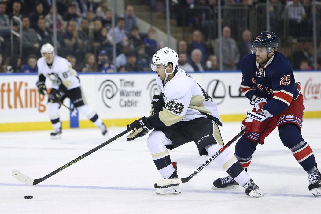 1caa72da535 Dominik Simon ve svém prvním zápase v NHL