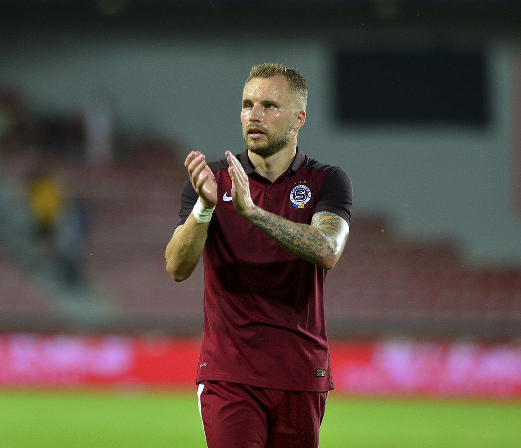 Obránce Michal Kadlec si zahrál na Letné v rudém dresu Sparty v přípravě proti Fenerbahce Istanbul.