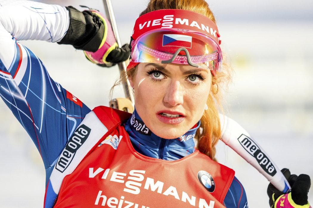 Gabriela Koukalová při nástřelu před sprintem v rámci Světového poháru