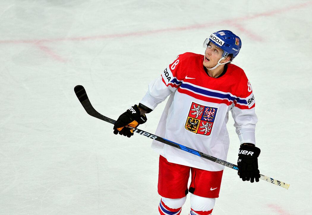 Zklamaný David Pastrňák v zápase proti Finsku