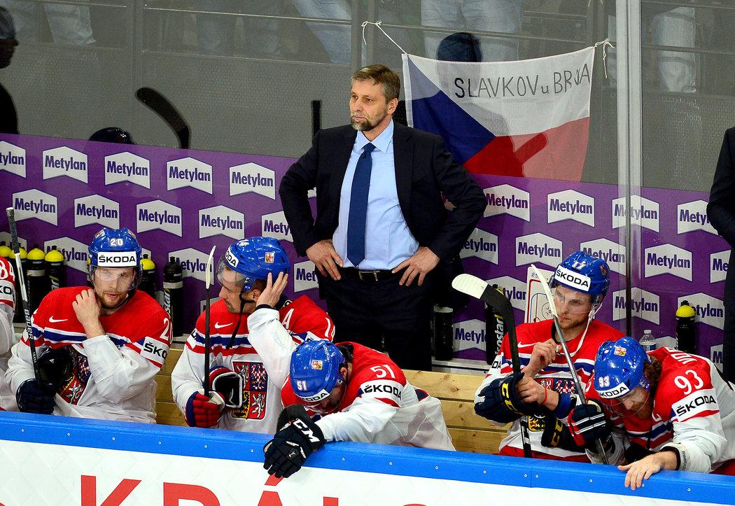 Smutný národní tým včele s hlavním koučem Josefem Jandačem