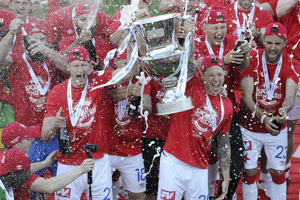 Po osmi letech slaví Slavia titul
