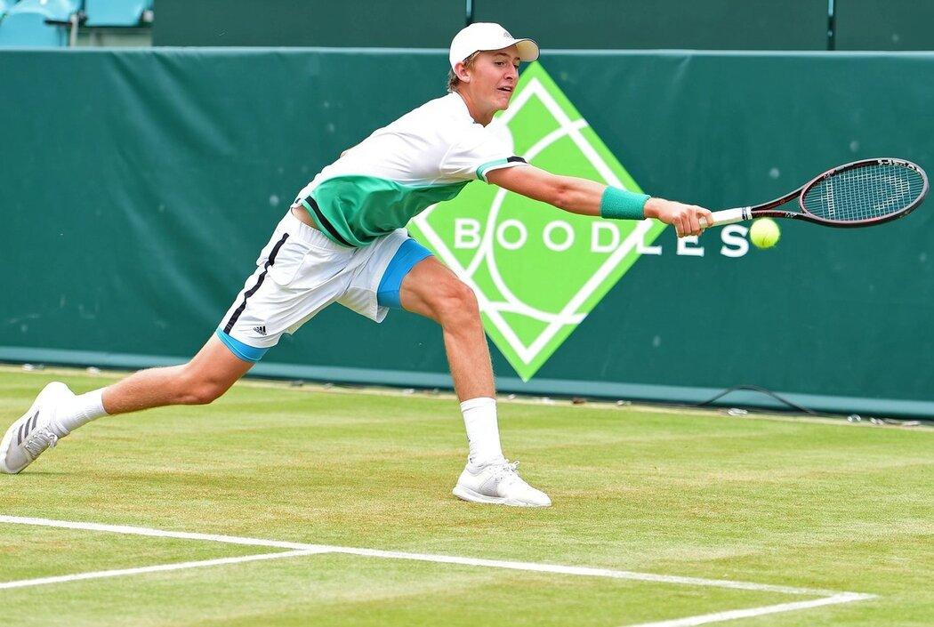 Sebastian Korda si zápasy ve Wimbledonu užívá