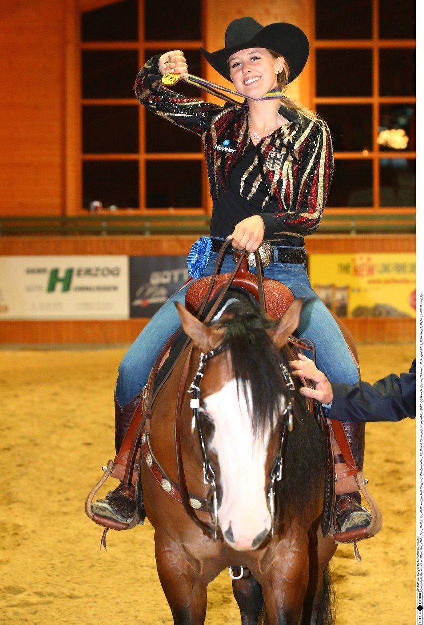 Dcera Michale Schumachera je mistryní světa v reiningu, westernovém stylu ježdění na koni
