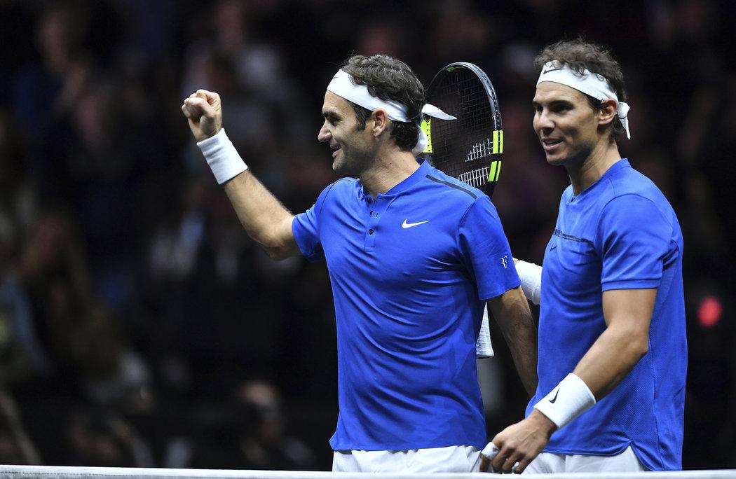 Rafael Nadal a Roger Federer se poprvé postavili bok po boku a v deblu zdolali pár Jack Sock - Sam Querrey