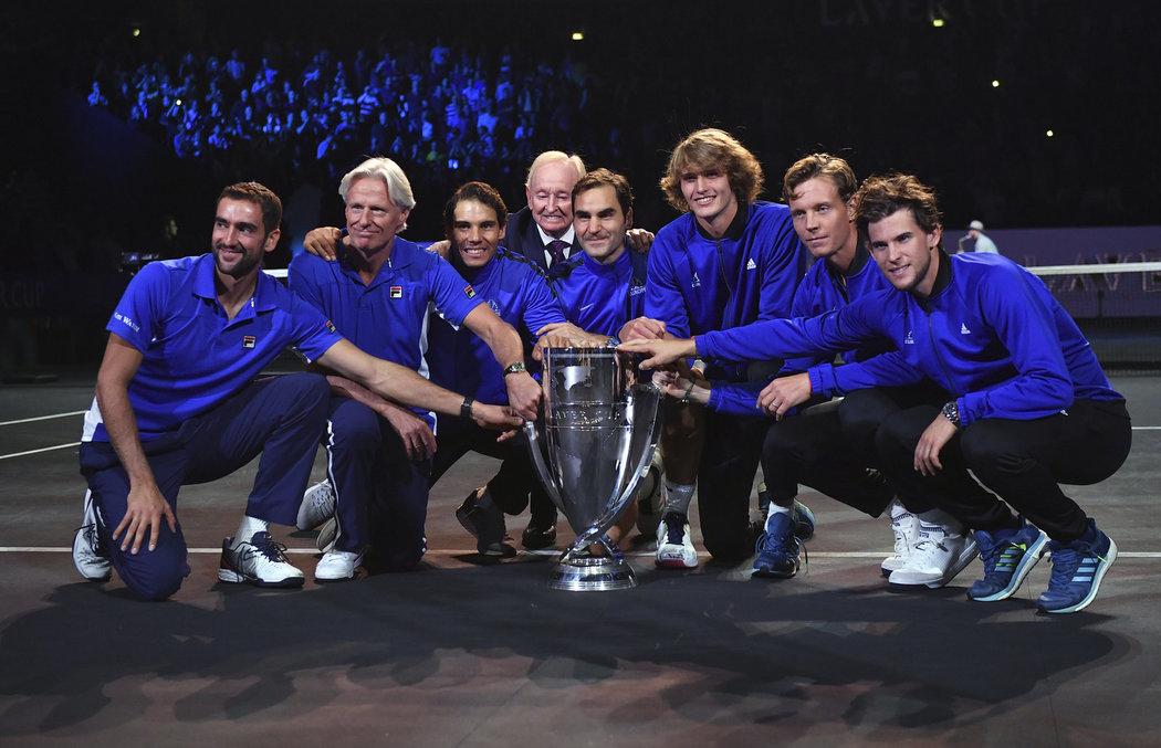 Společná fotka historicky prvního vítězného týmu Laver Cupu