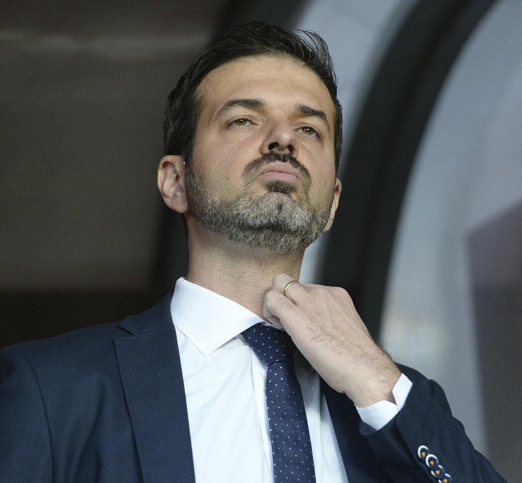 Andrea Stramaccioni na lavičce Sparty
