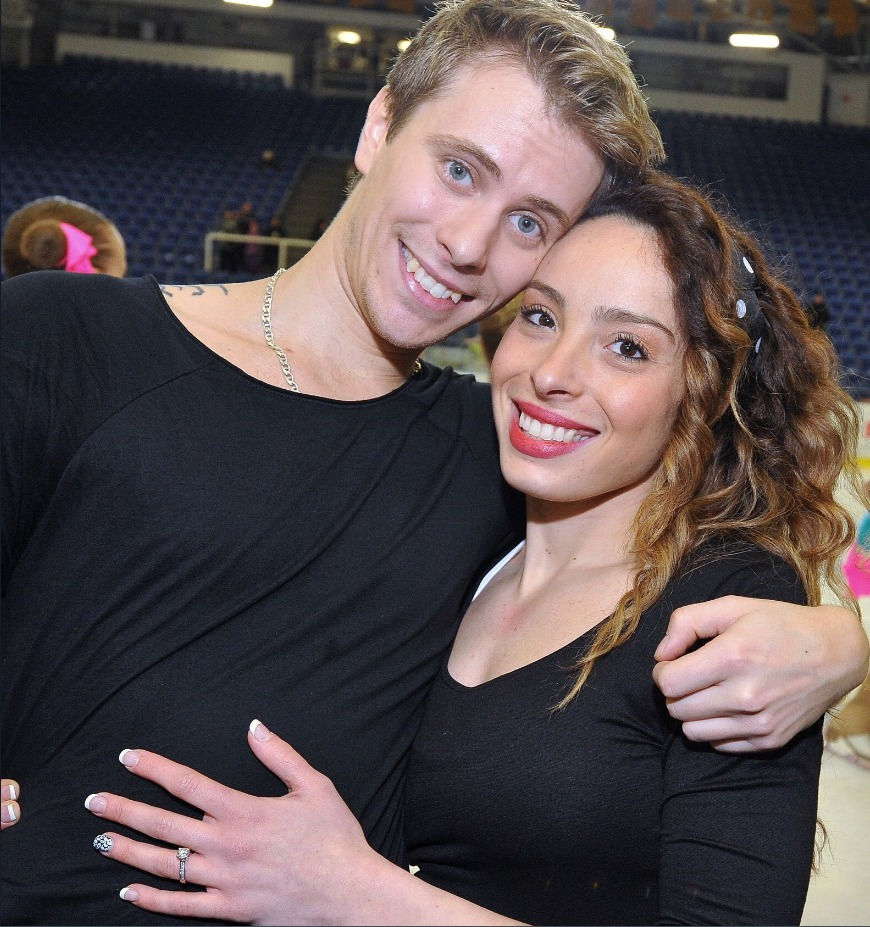 Manželka krasobruslaře Michala Březiny shání peníze, aby mohla na olympiádu do Koreji.