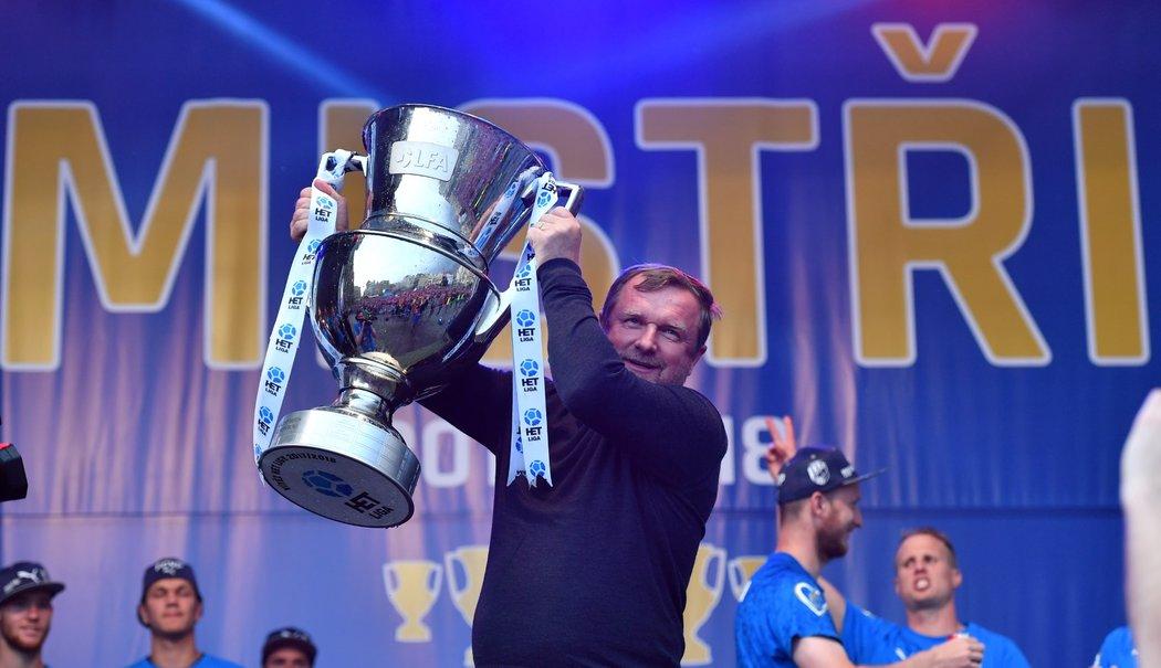 Kouč mistrů ligy Pavel Vrba si užívá triumf na plzeňském náměstí