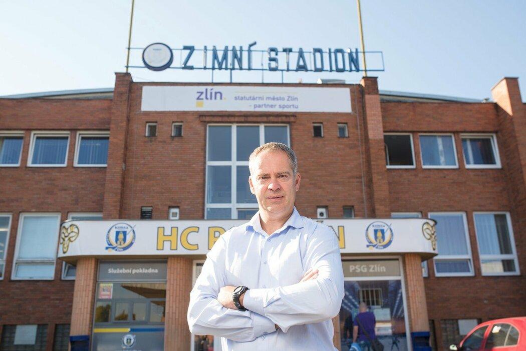 Martin Hosták před zlínským stadionem
